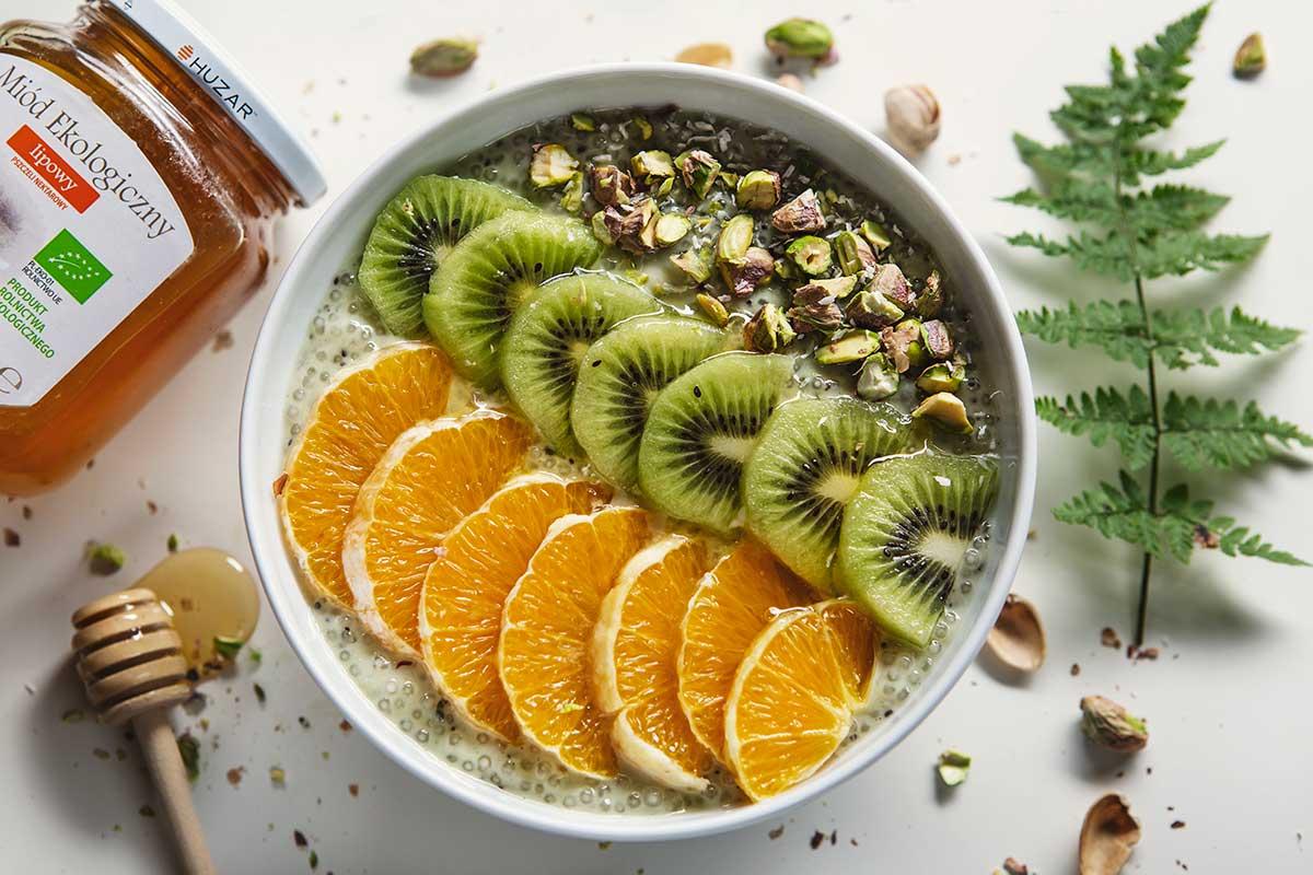 Kokosowy pudding z tapioką i owocami