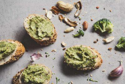 Pasta kanapkowa z brokuła i masła orzechowego
