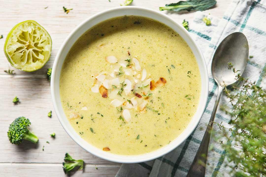 Zupa - krem z brokułów z mlekiem kokosowym