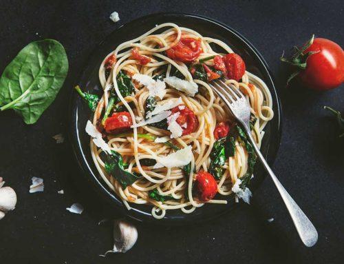 Spaghetti  ze szpinakiem i pomidorami cherry