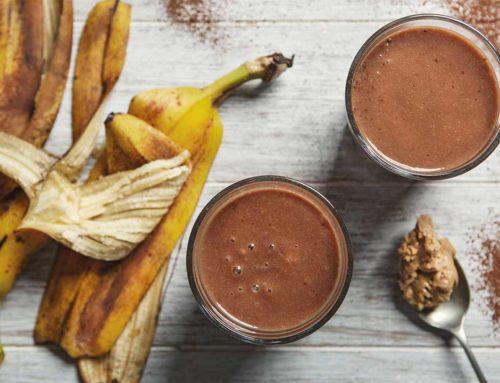 Smoothie bananowe z masłem orzechowym i kakao