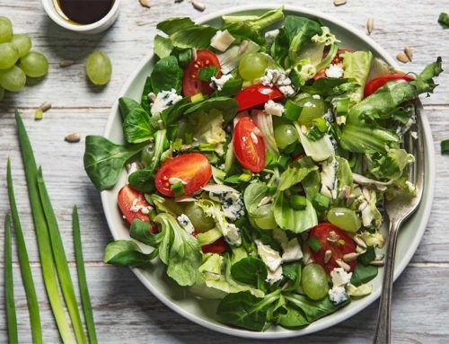 Sałatka z pomidorami, winogronami i gorgonzolą