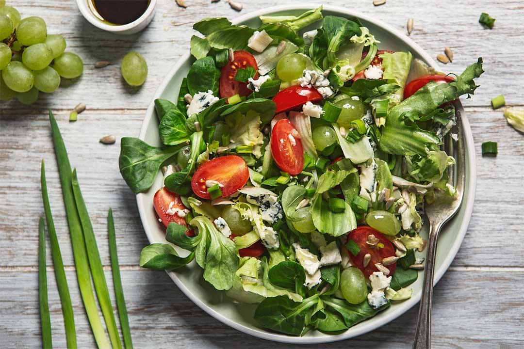 Absolutnie dobre - Sałatka z pomidorami, winogronami i gorgonzolą