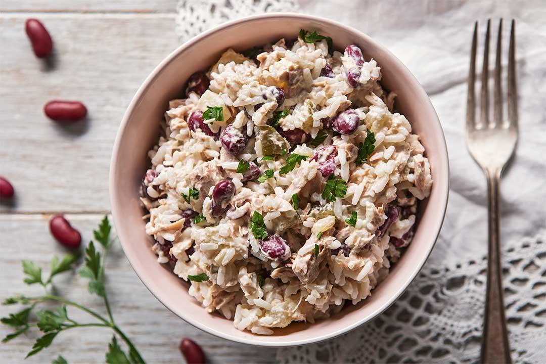 Absolutnie dobre - Sałatka ryżowa z tuńczykiem i dodatkami