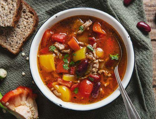 Rozgrzewająca zupa z mięsem mielonym