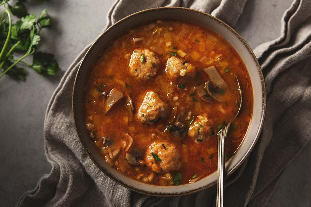 Absolutnie dobre - Zupa z kaszą jęczmienną pęczak i drobiowymi klopsikami